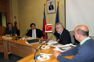 El ministro de Energía, Máximo Pacheco, se reunió con los consejeros regionales de Aysén, a quienes dio a conocer detalles de la Agenda Energética dada a conocer hace pocos días por la presidenta Bachelet.. Imagen Por: