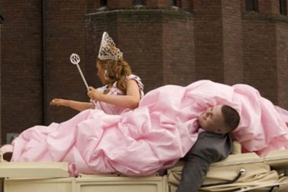 FOTOS: Amarra bebé a vestido de novia, la arrastra hasta el altar ...