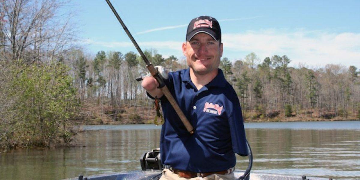 FOTOS: Clay Dyer, el pescador profesional sin brazos ni piernas