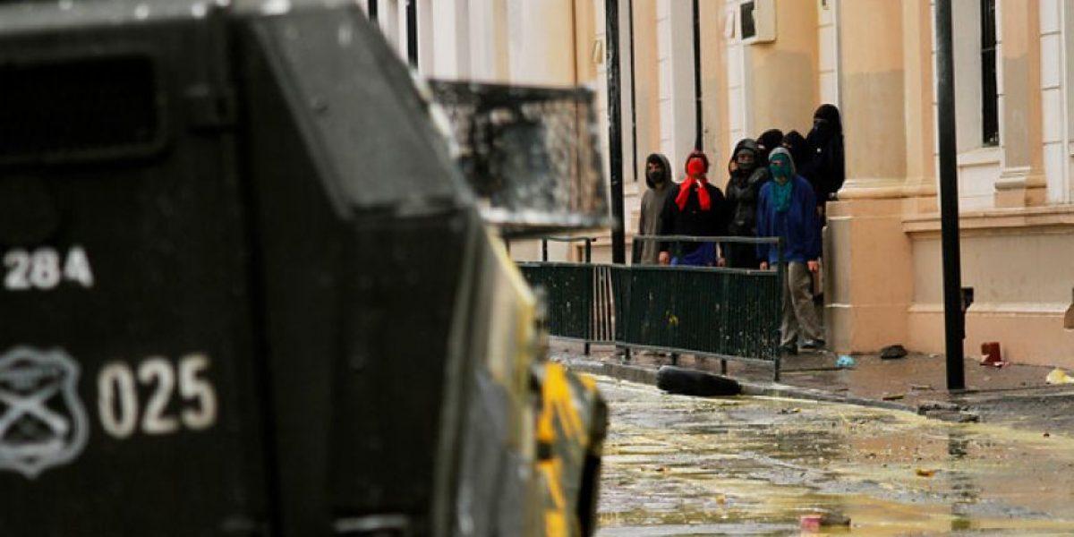 Alumnos del Liceo Cervantes realizaron disturbios en el frontis del recinto
