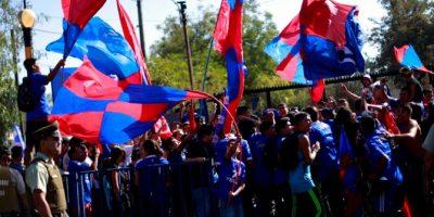 ¡Atención azules! Hinchas desplegaron bandera gigante en el estadio Nacional