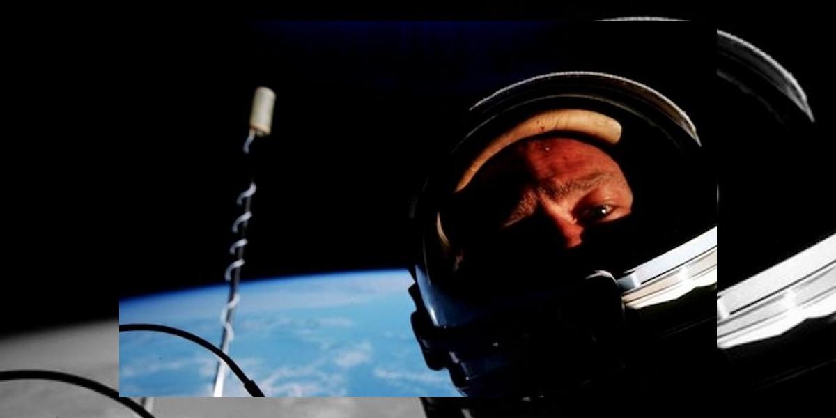 FOTO: Astronauta que fue a la Luna dice ser el primero en tomar un selfie en el espacio