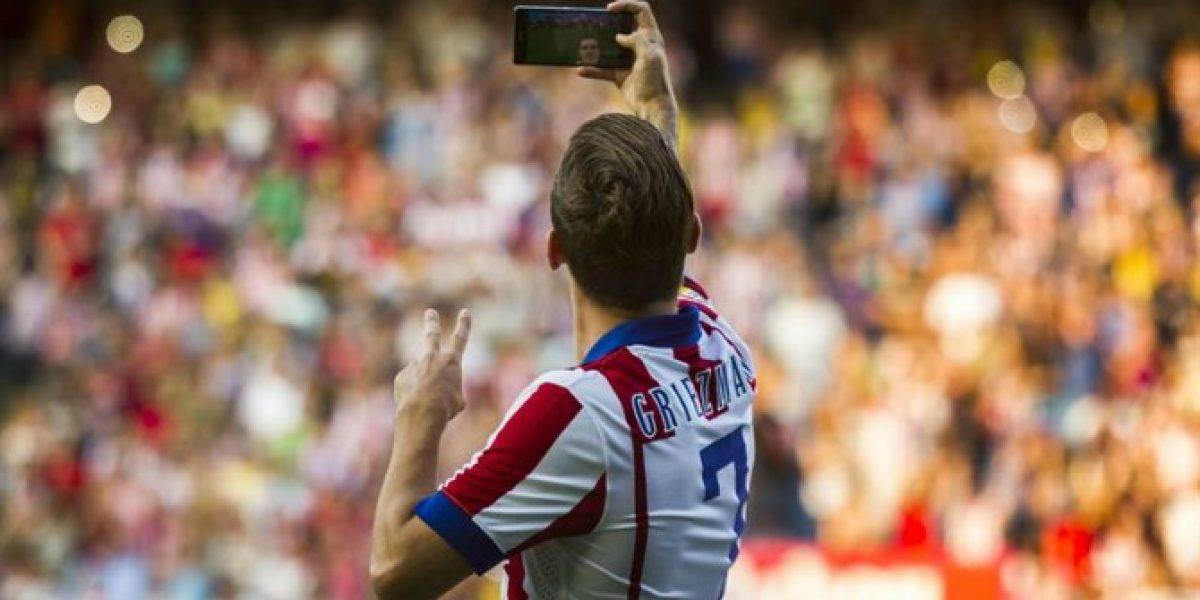 Pura emoción: Nuevo refuerzo del Atlético se sacó hasta una selfie en su presentación