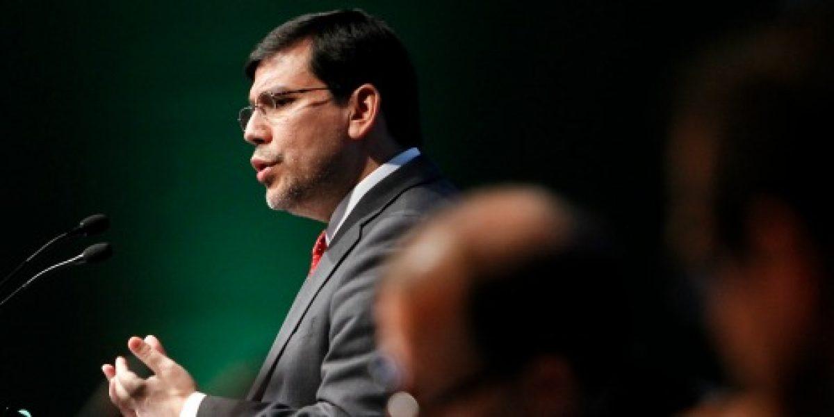 Alberto Arenas: Chile va a estar creciendo en 2015 un punto más que en 2014