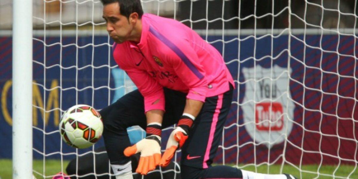 Claudio Bravo observó desde la banca la goleada de Barcelona en Finlandia