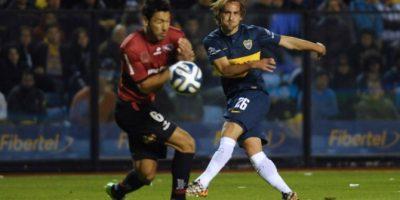 Fuenzalida rozó el gol, pero terminó viendo la derrota en su estreno por Boca Juniors