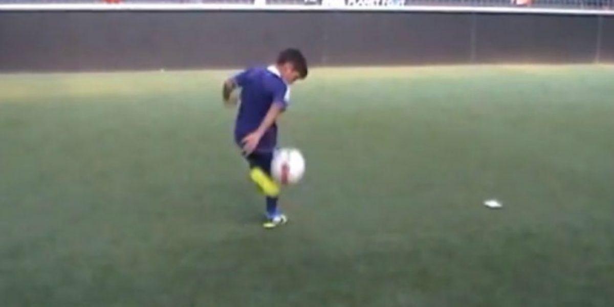 Video: ¿El nuevo Pirlo? Niño italiano hace magia con el balón