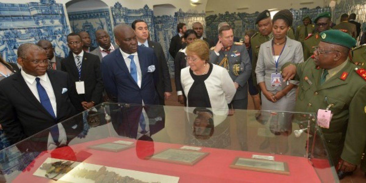 En gira por Sudáfrica, Bachelet busca estrechar lazos comerciales con Angola