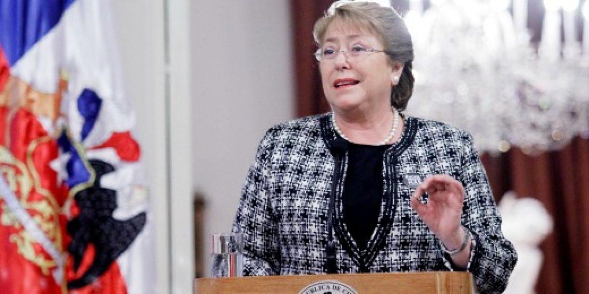 Bachelet anuncia eliminación de requisito para que trabajadores independientes accedan a Fonasa