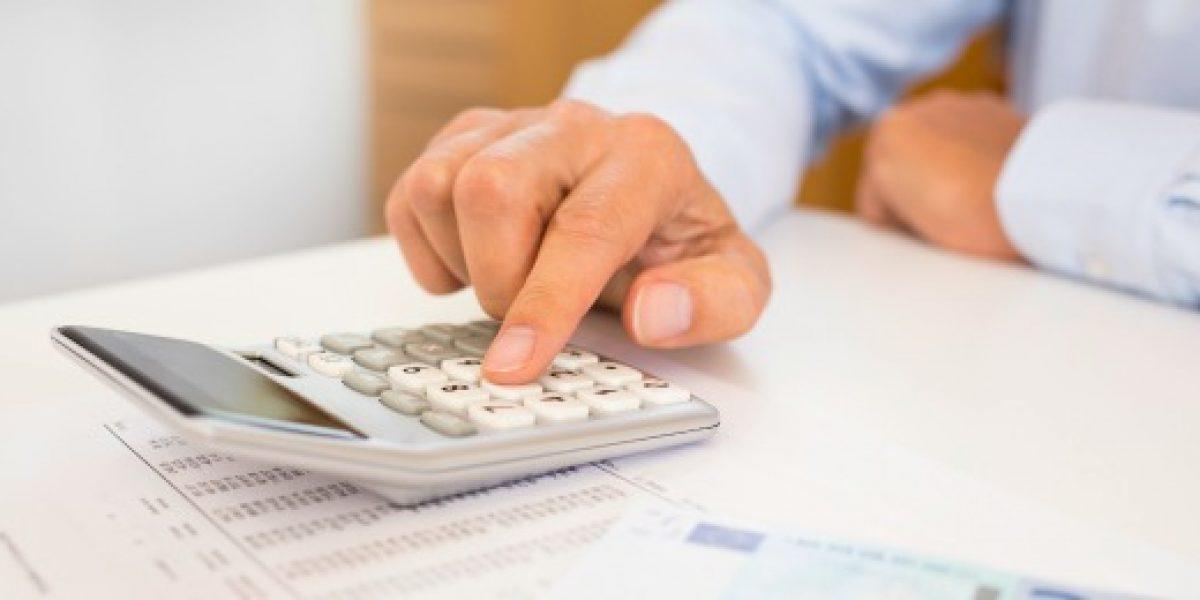 Encuesta: 48% de los chilenos no logra ahorrar con su salario