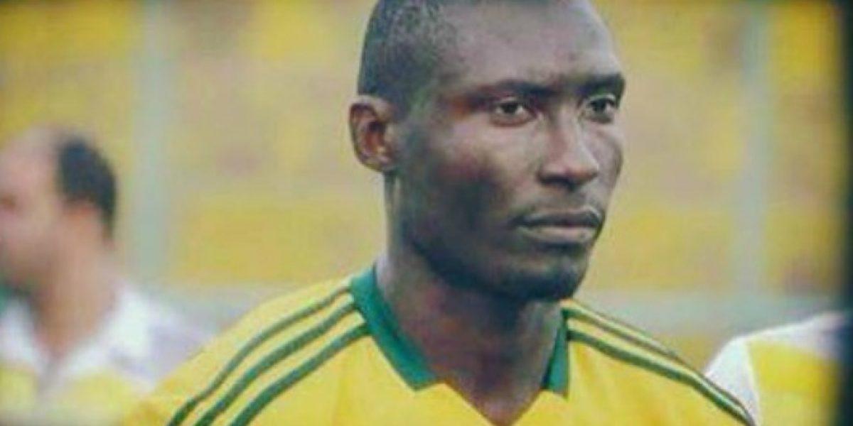 Futbolista camerunés muere tras recibir proyectil de sus propios hinchas