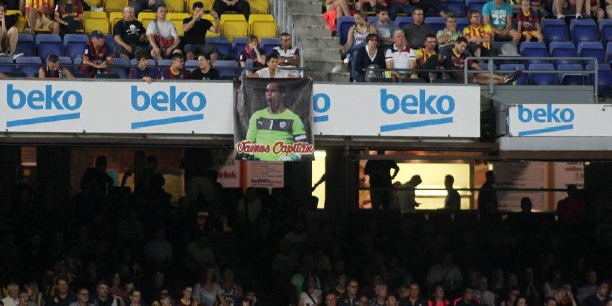El lienzo en apoyo a Bravo que apareció en el Camp Nou