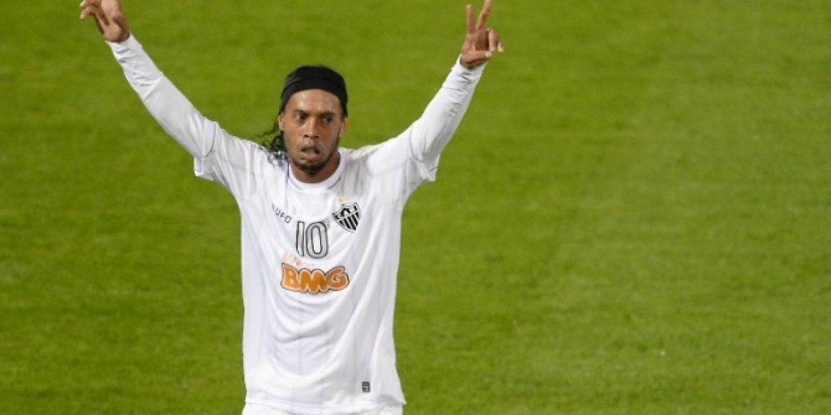 ¡Tremenda dupla armarían! Ronaldinho podría ser compañero de Valdivia