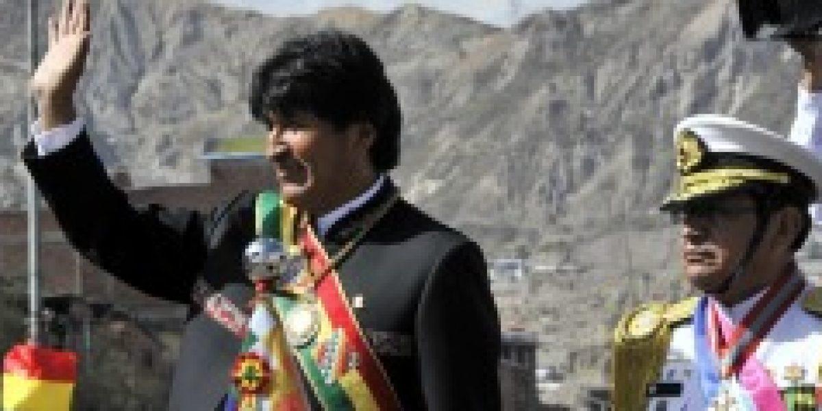 Se vienen las elecciones: gobierno boliviano sube sueldo a trabajadores de empresas estatales