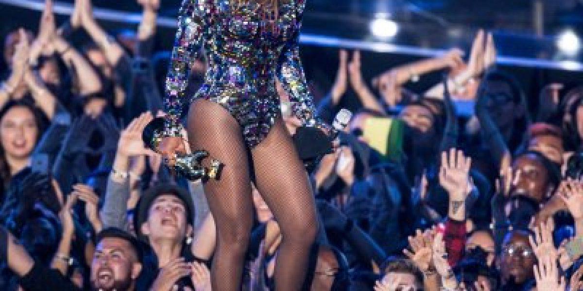 Productor de TV es suspendido tras burlarse del cabello de la hija de Beyoncé