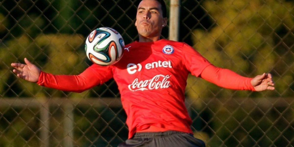 Se queda en Chile: Esteban Paredes no estará en la gira de la Roja