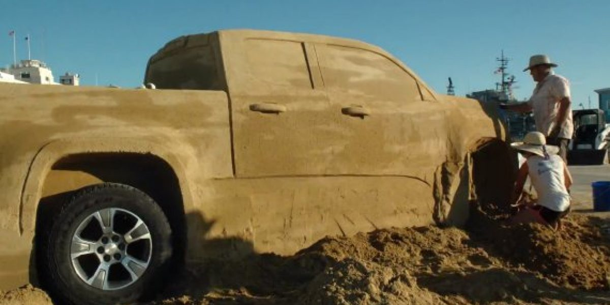 Un Chevrolet Colorado 2015 hecho con 75 kilos de arena