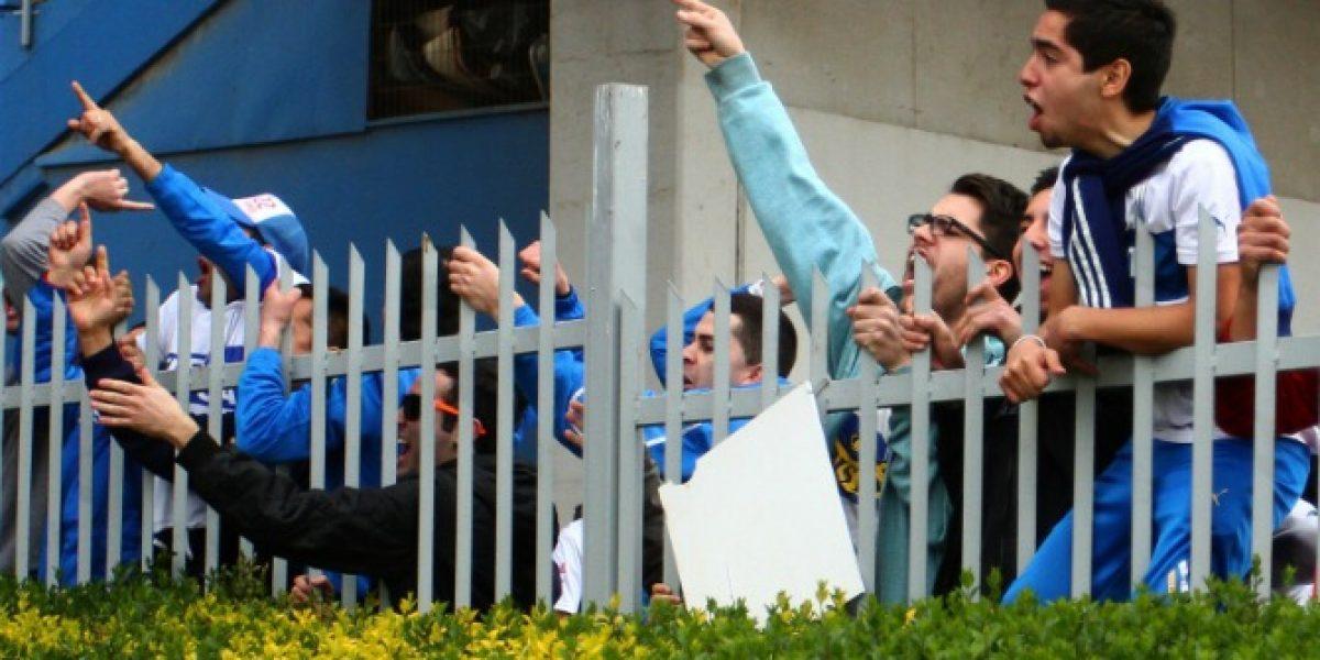Video: Camarógrafo de televisión pagó la furia de los hinchas cruzados
