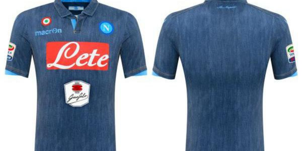 4f8fb3d8ac983 Innovadores  la peculiar nueva camiseta alternativa de Napoli ...