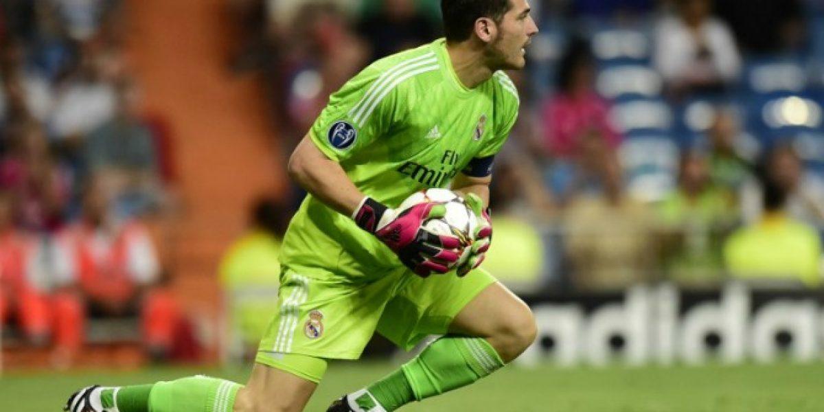 Iker Casillas felicita a Keylor Navas por su debut en el Santiago Bernabéu