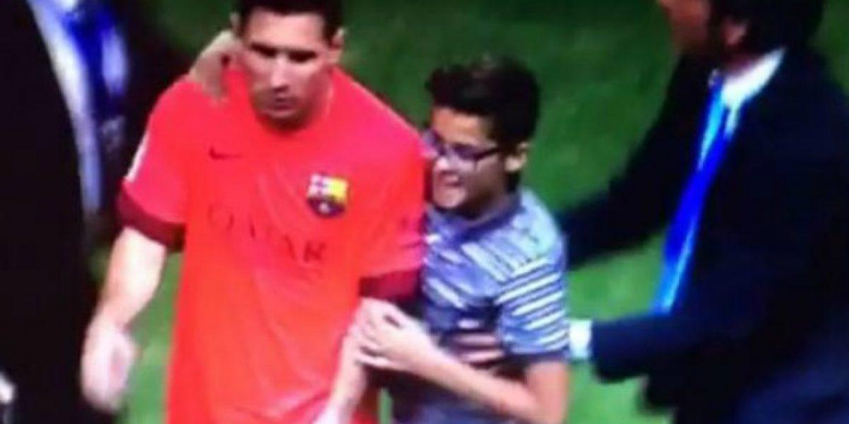 Video: ¡Lo hizo otra vez! Lionel Messi volvió a ignorar a un niño