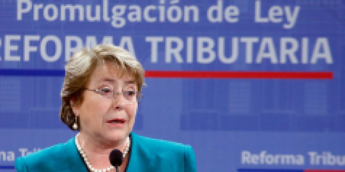 Bachelet promulga reforma tributaria: