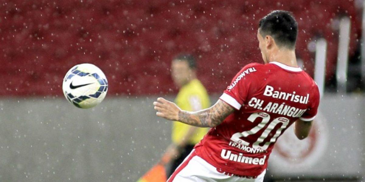 Charles Aránguiz estuvo todo el partido en victoria del Inter sobre Curitiba