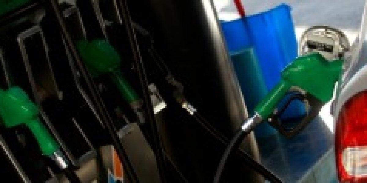 Econsult: precio de las bencinas subiría $3 promedio este jueves