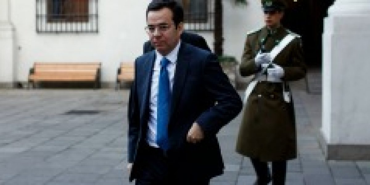 """Ministro Céspedes: """"Desarrollo de conocimiento y adopción tecnológica son fundamentales para dinamizar la economía"""""""