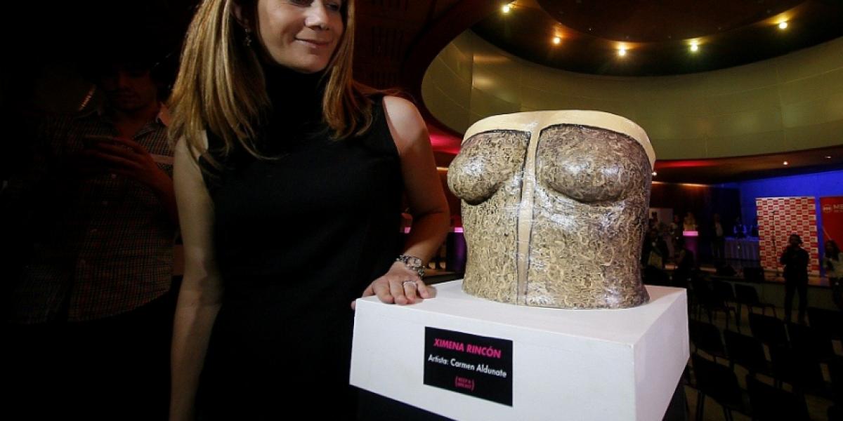 Denise Rosenthal exhibió su busto pintado