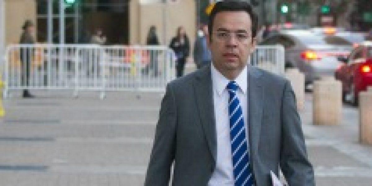 Ministro Céspedes dice no estar conforme con las cifras del Imacec de agosto