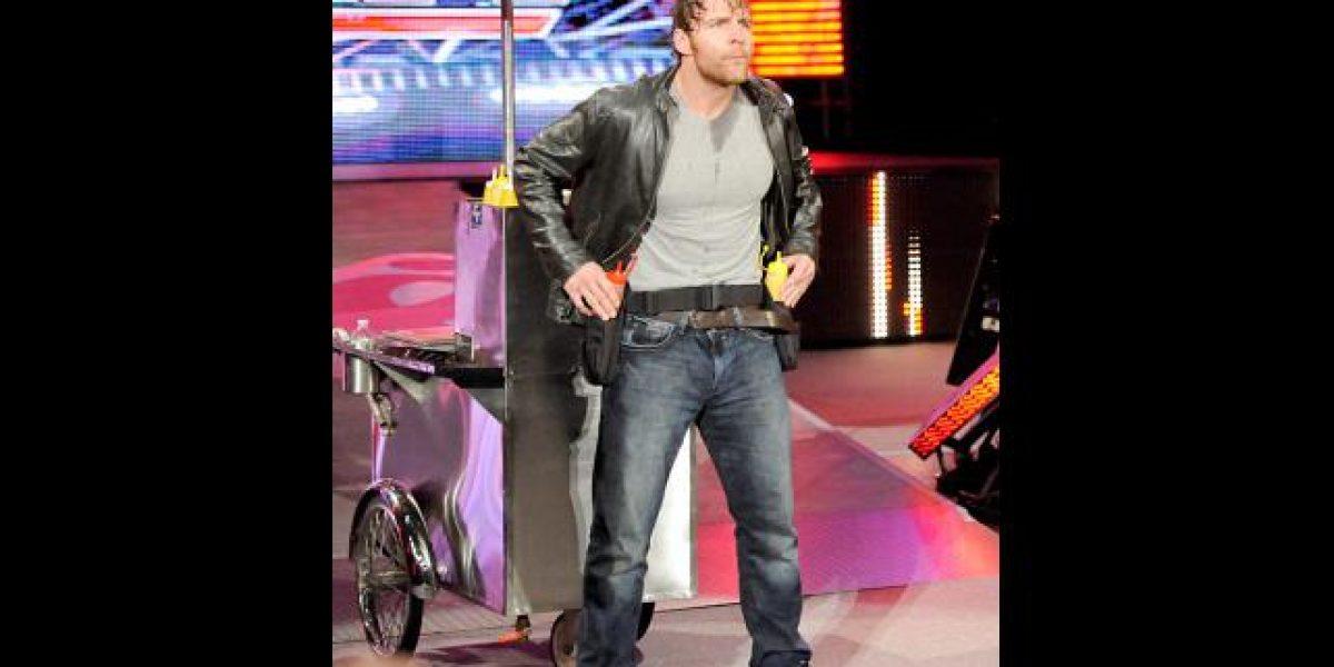 WWE: Dean Ambrose rescató a John Cena con un carro de completos... ¡pero luego lo traicionó!