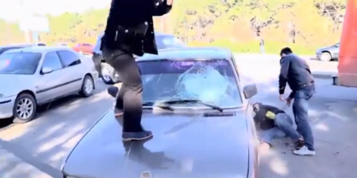 Destrozan autos de quienes se estacionan mal