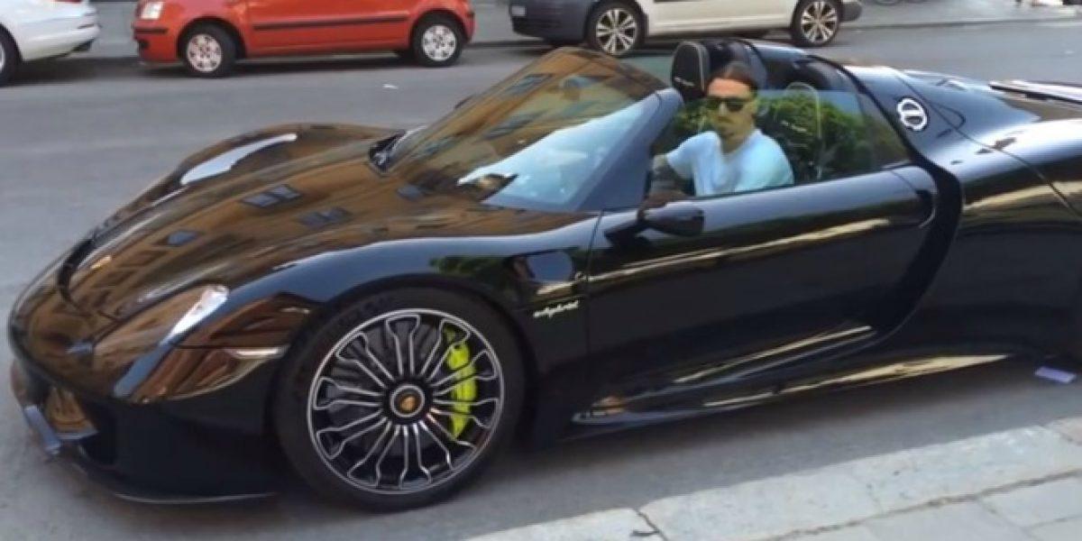Video: El cinematográfico convertible en el que Zlatan se paseó por Suecia