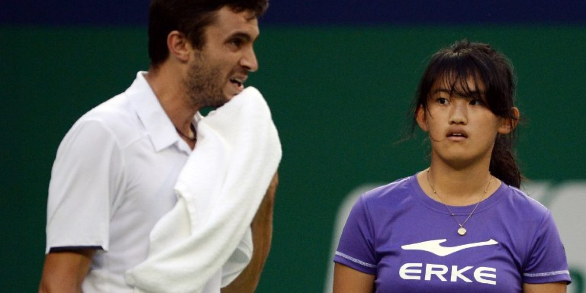 Federer se impone a Djokovic y jugará la final de Shanghái ante Simon