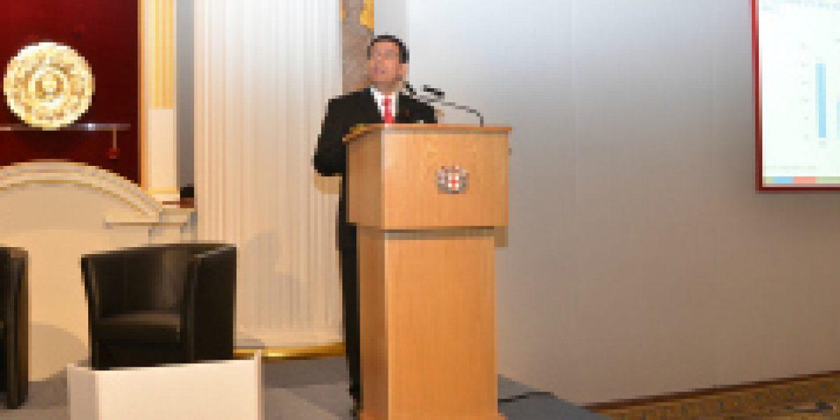 Ministro de Hacienda anunció en Londres perfeccionamientos a la institucionalidad fiscal y al sistema financiero