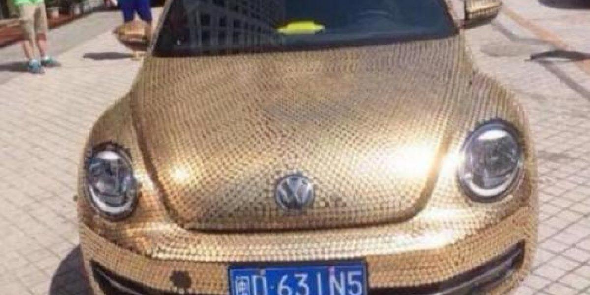 FOTOS:Un VW Beetle cubierto de 10 mil monedas