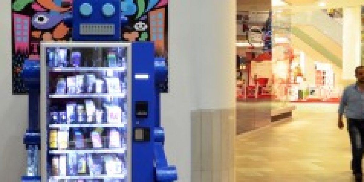 Los Vendobots: los robots expendedores que se toman el comercio de accesorios en Chile