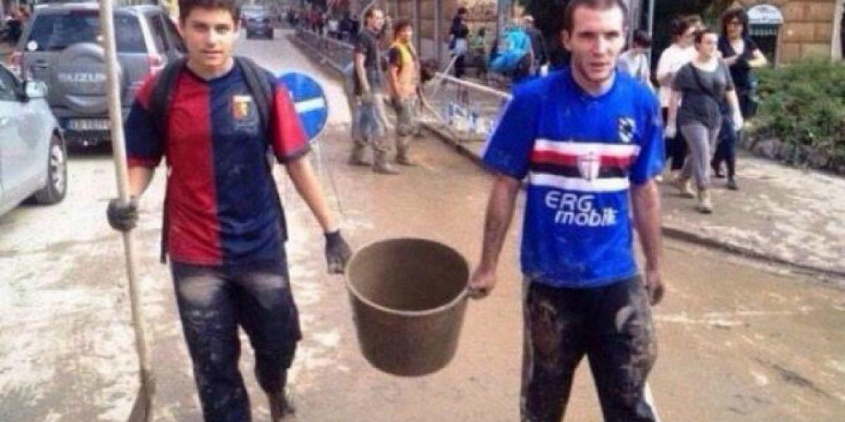 La foto que conmueve al fútbol italiano: hinchas de Genoa y Sampdoria unidos por una tragedia