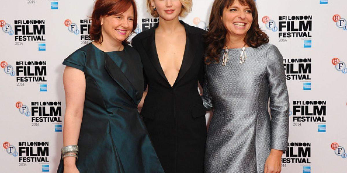Jennifer Lawrence se luce con sensual escote en Londres