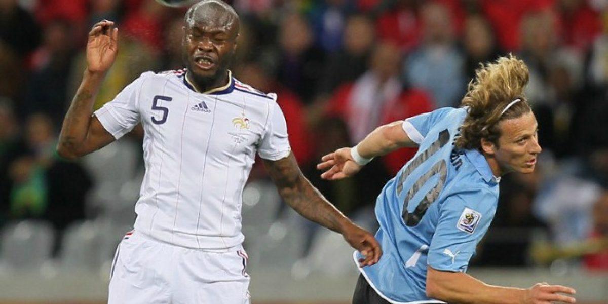 Ex seleccionado francés anuncia su retiro del fútbol