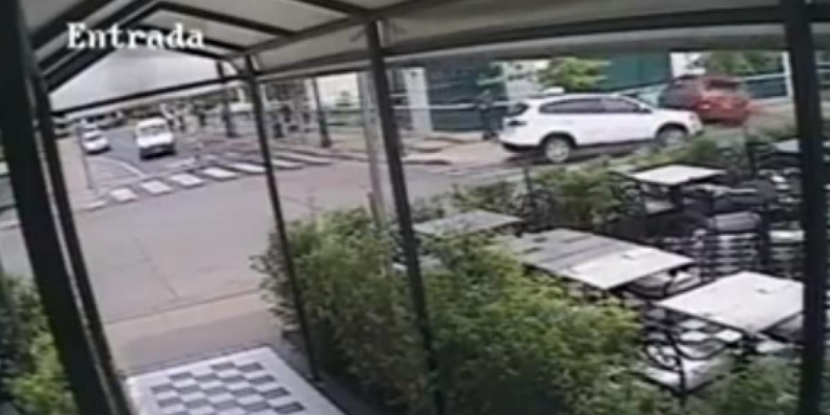 Mujer que cae con su auto a edificio Metrogas no tuvo la culpa