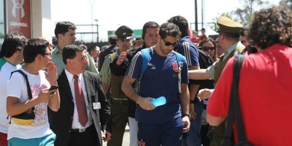 Video: Johnny Herrera sufrió con la caótica salida del Estadio Monumental