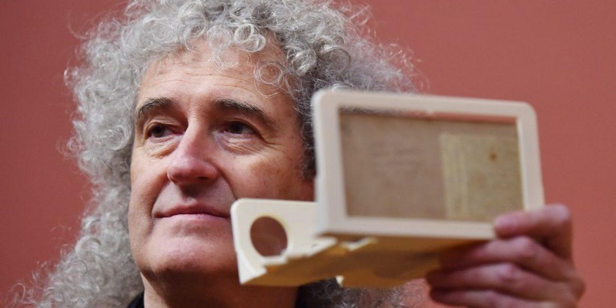 El guitarrista de Queen Brian May expone colección de fotos en 3D de época victoriana
