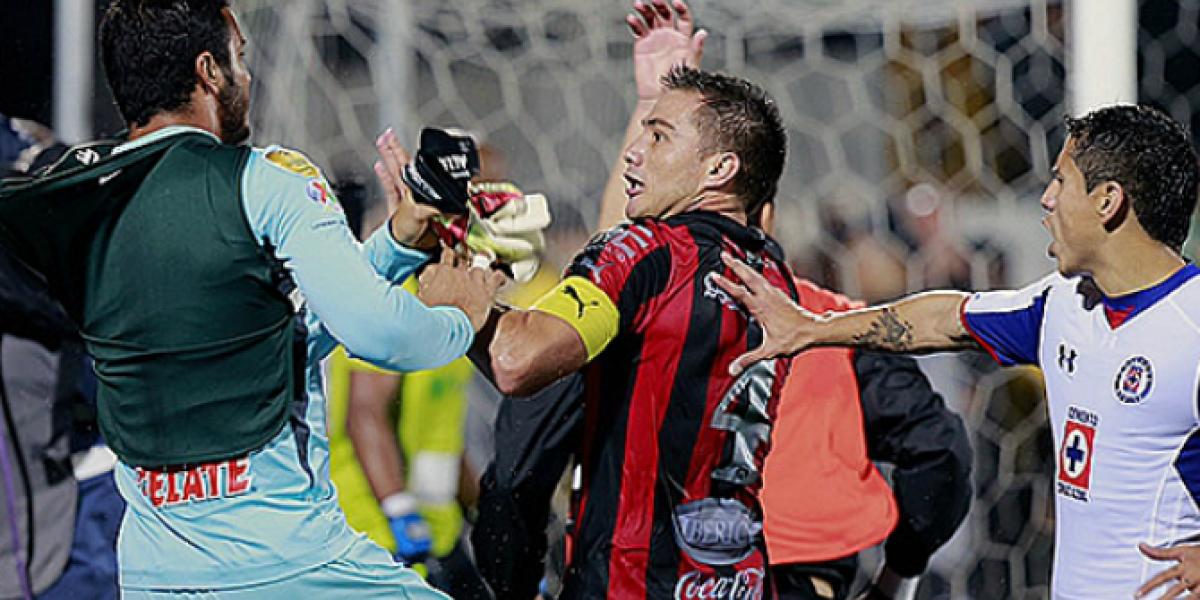 ¿Recuerdas al Alajuelense? Sus jugadores vivieron una violenta pelea ante los de Cruz Azul