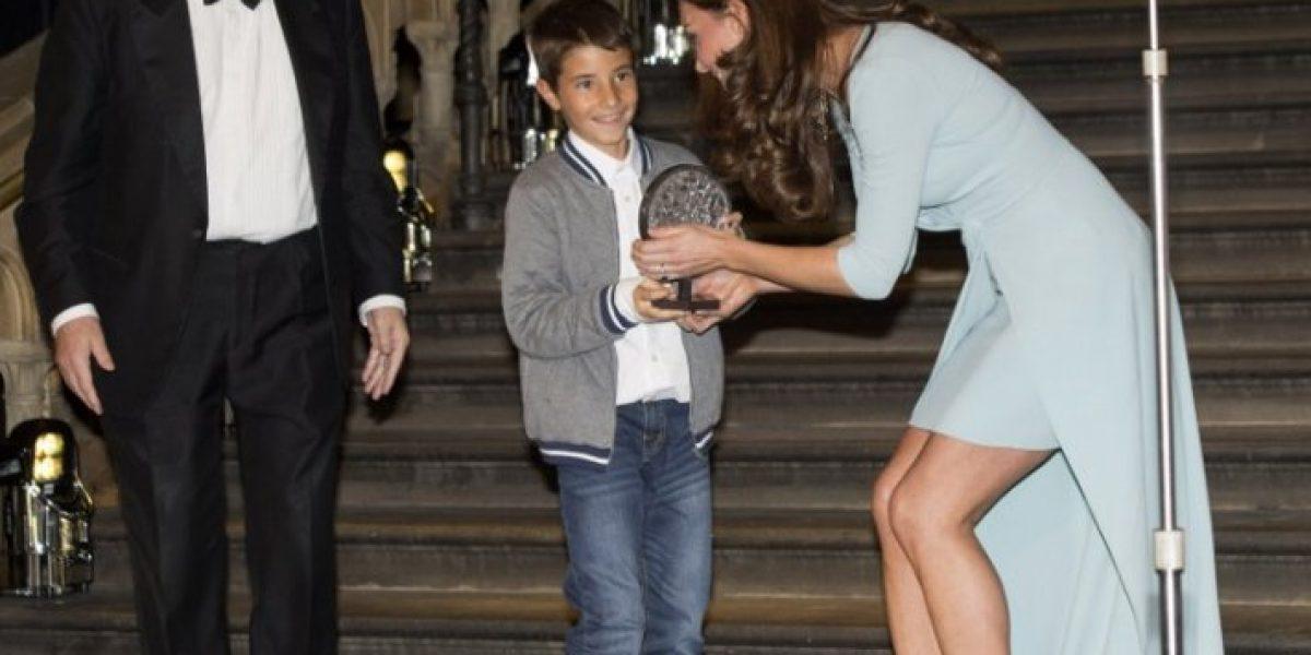 Sofisticación y elegancia: Kate Middleton se luce en cena de gala