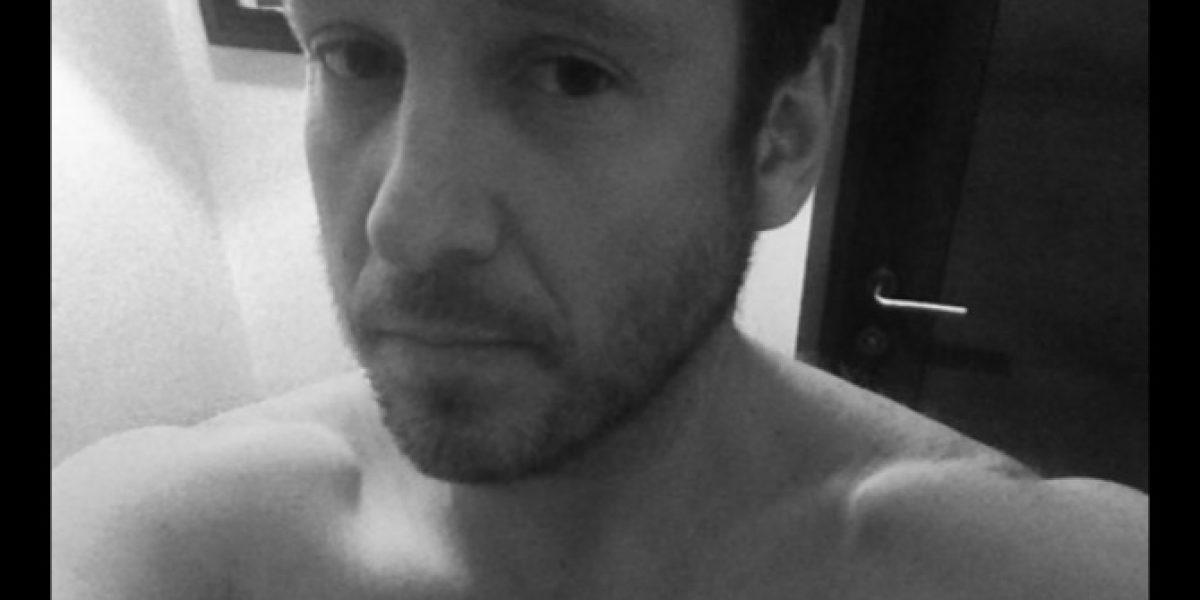 Martín Cárcamo se desata subiendo selfie hot y desafía a Tomicic
