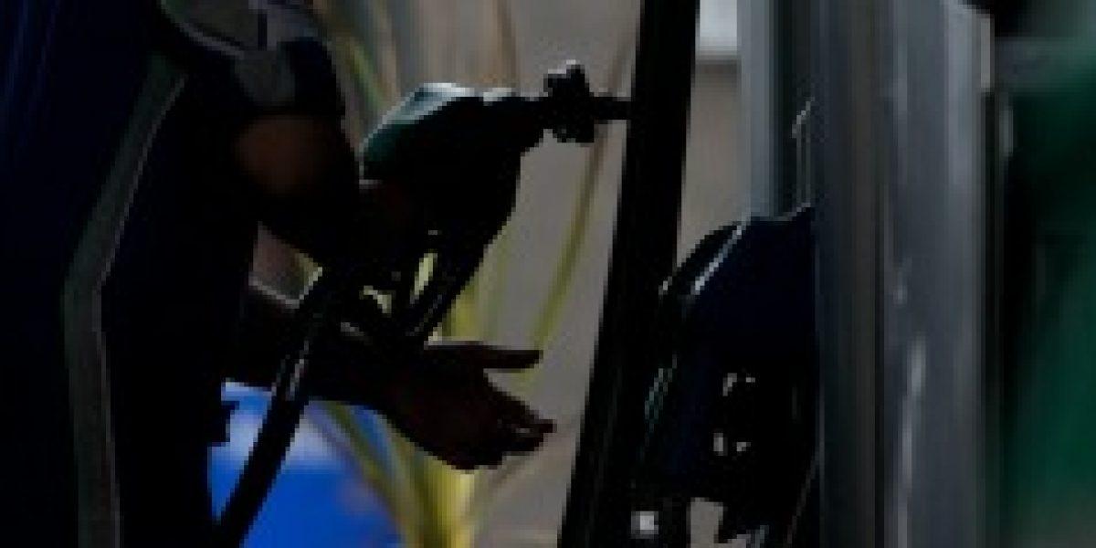Econsult: precio de todos los combustibles bajaría el próximo jueves