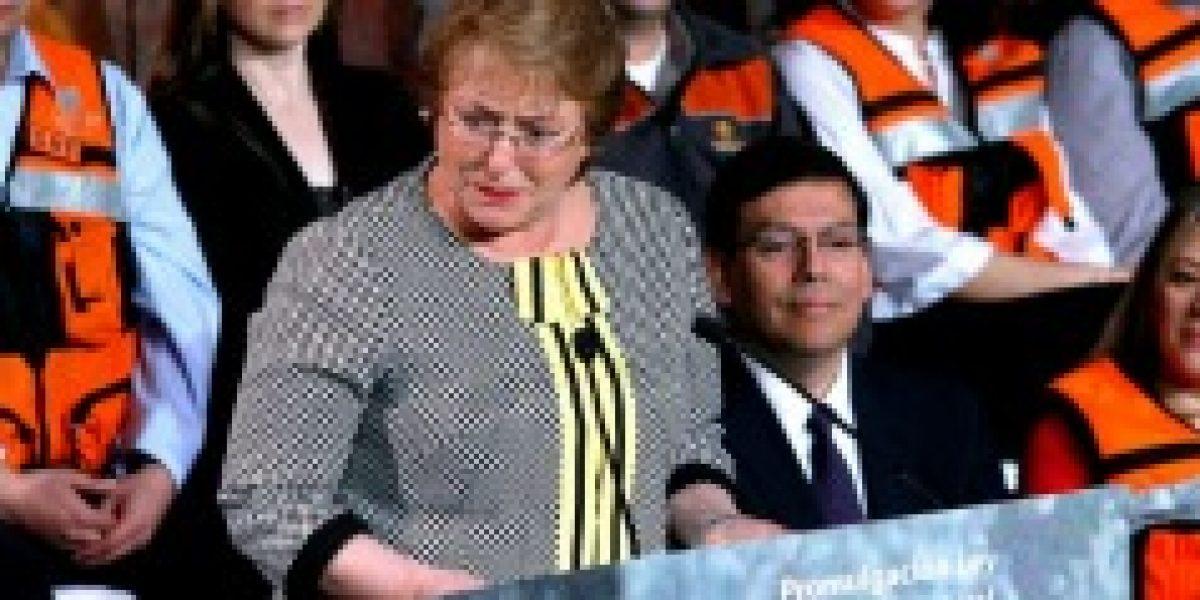 Bachelet promulga ley que le inyecta recursos a Codelco