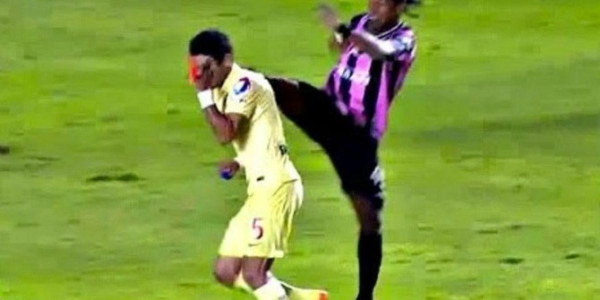 Video: ¡Qué dolor! La patada voladora de Ronaldinho en México